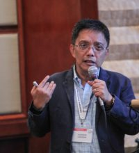USAID COMPETE's Dr. Hussein Lidasan moderates the Physical Infrastructure breakout group.